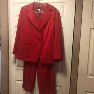 Harve Bernard  2 piece Red Women's Suit  SZ 18 NWT